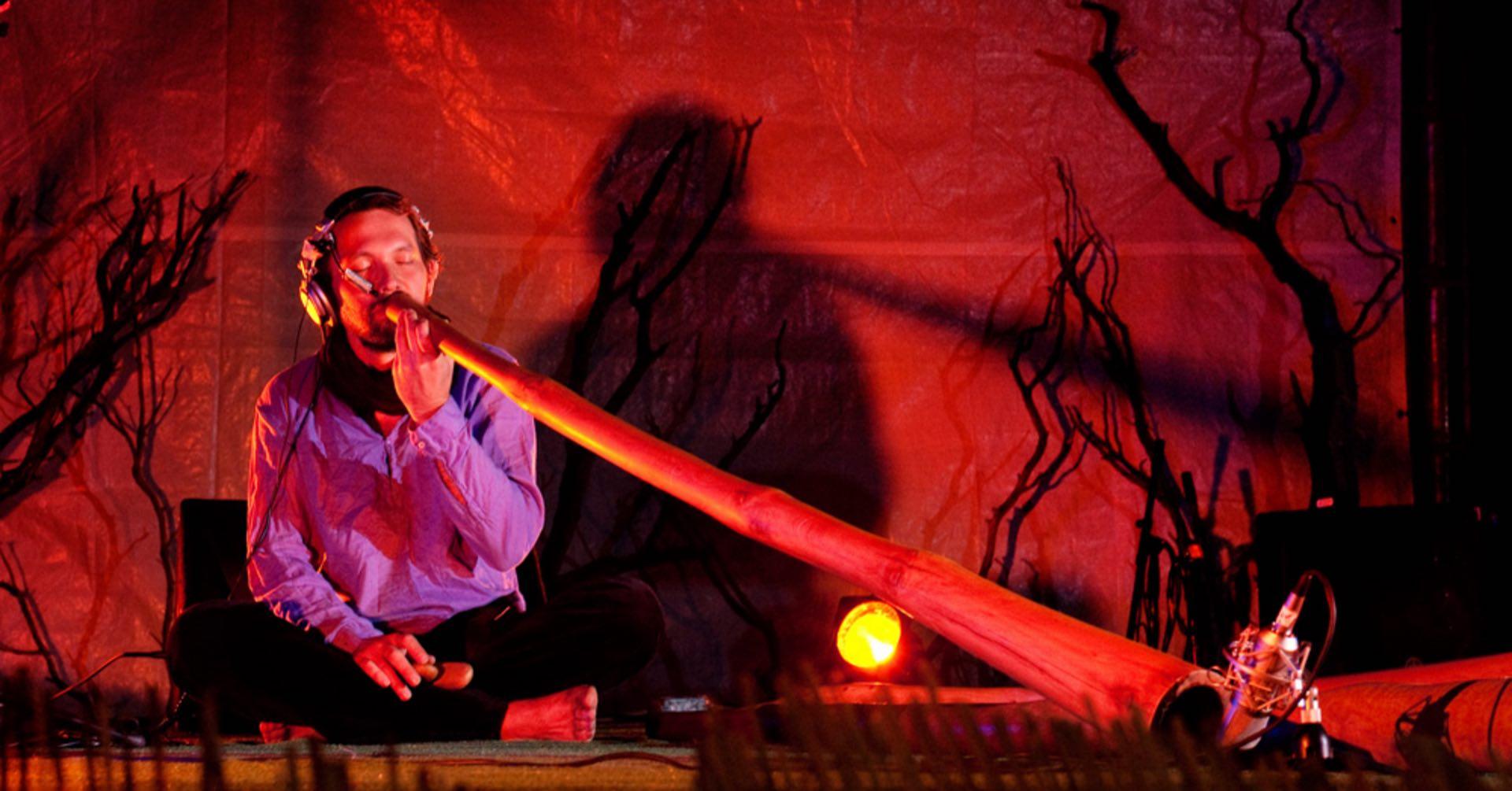 Joueur de didgeridoo